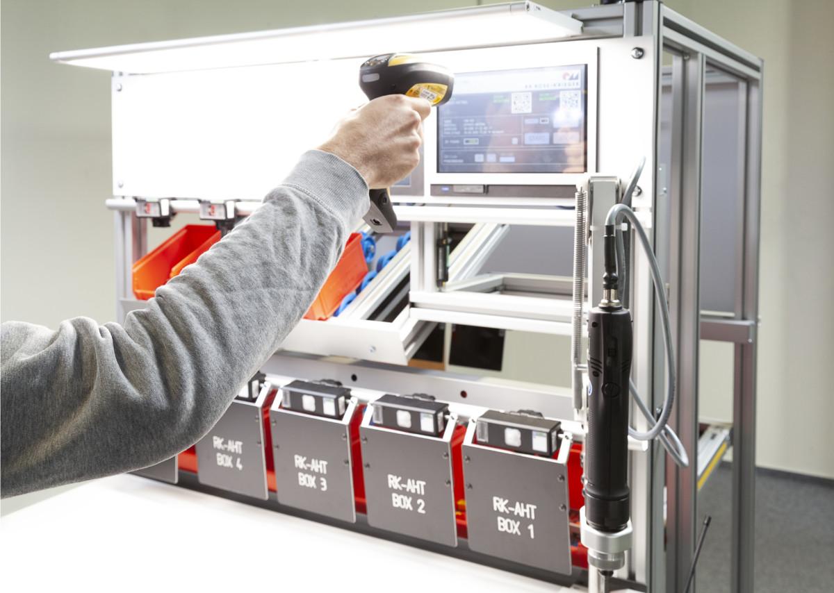 Montagearbeitsplätze in der digitalen Welt – Fossilien oder unverzichtbar?