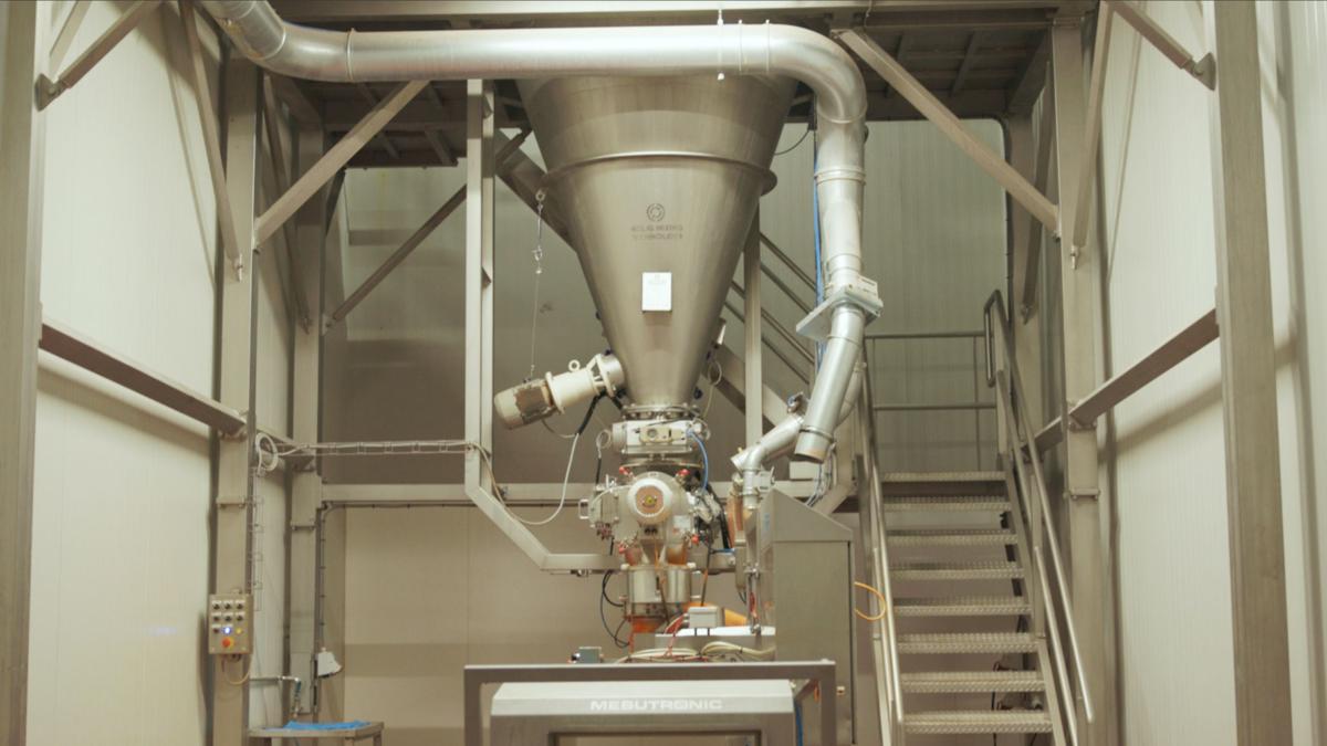 Konusmischer für zusätzliche kapazität. Unser Konischer Mischer erhöht die kapazität bei der FA. Fromatech Ingredients B.V.